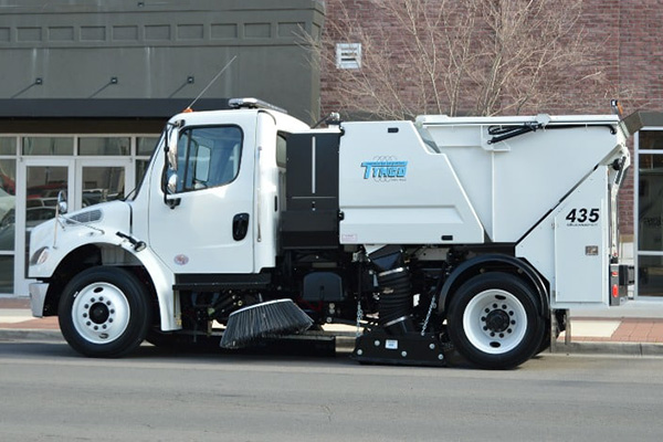 Tymco 435 - left side view